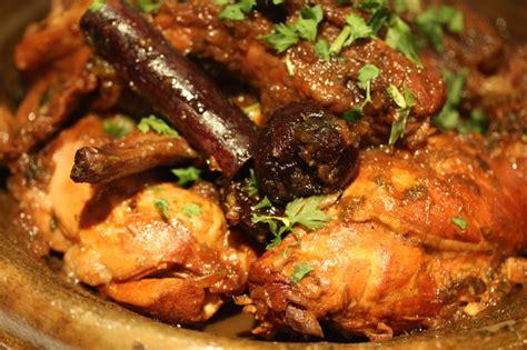 cuisiner le lapin en cocotte tajine de lapin aux pruneaux chez requia cuisine et