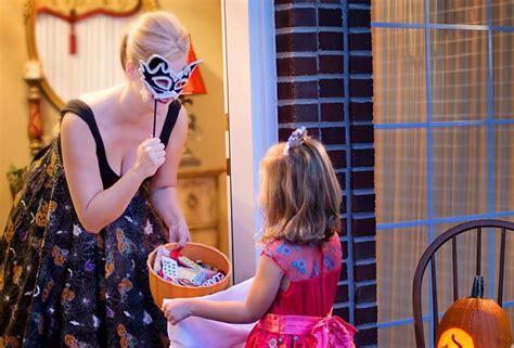 imagenes de halloween dulce o truco solo se puede pedir dulce o truco en lugares seguros la