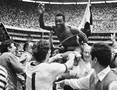 biography of pele in spanish best of pel 233 buy photos ap images collections