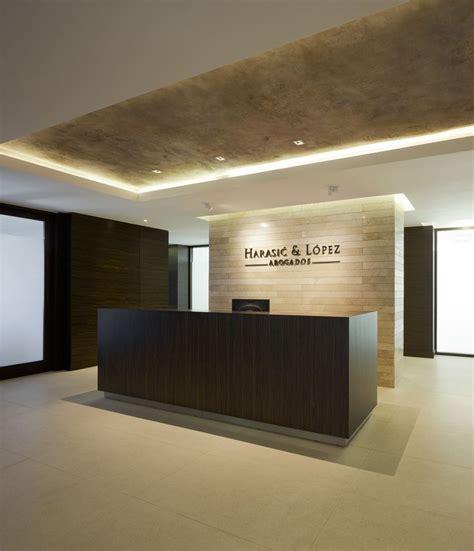 Modern Reception Desk Design 25 Best Ideas About Office Designs On Pinterest Small Office Spaces Small Office Design And