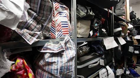 ufficio oggetti smarriti firenze bologna tra telefonini e bambole il nuovo ufficio oggetti