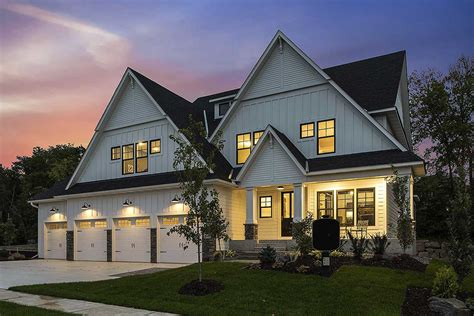 exclusive house plan   car garage  sport court