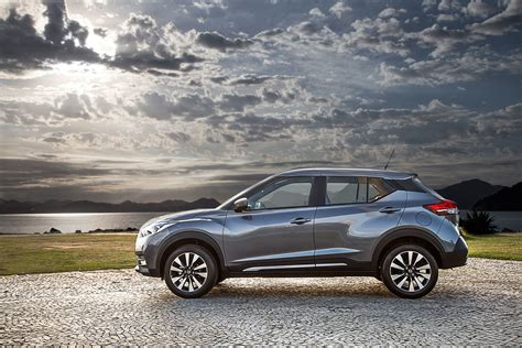 nissan kicks 2017 red nissan kicks brings advanced tech to compact crossovers
