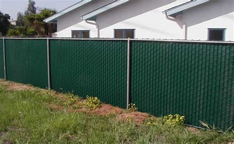 green vinyl slats for chain link fencing http www bearfence com chain images clslats jpg