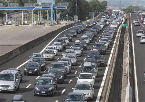 dati motorizzazione tasso motorizzazione in italia gi 249 4 8 in 2008 2014