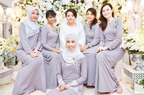 design baju hari keluarga perkahwinan