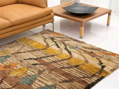tappeti salotti tappeto moderno senape divano giallo senape idee per il