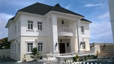 for sale 5 bedroom detached house with swimming pool