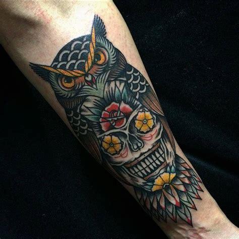 tatuaje de un b 250 ho calavera con flores en los ojos