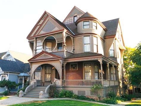 the lure of victorian architecture downtown avenue the vintage yet modern architecture of the carroll ave