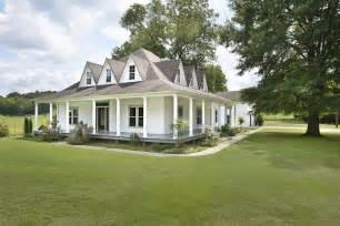 rushmead house historic landmark 100 rushmead house historic landmark white exterior