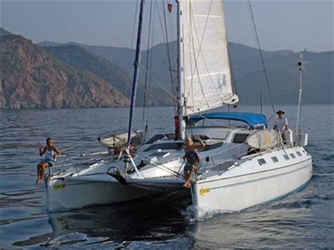 catamaran to sail around the world sailing uni join team maxing out as they sail around the
