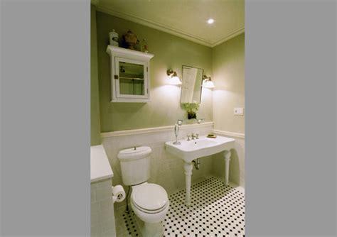 divine design bathrooms deco de toilettes avec du papier peint a motifs newest bathroom makeovers by candice olson