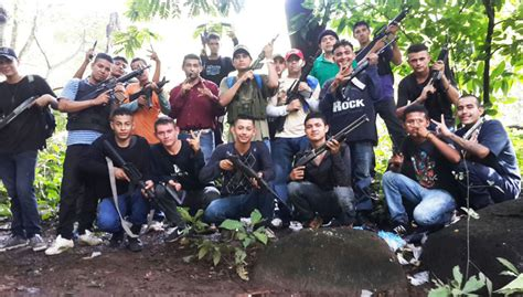 imagenes fuertes de pandilleros muertos foto muestra que pandillas est 225 n mutando a grupos armados