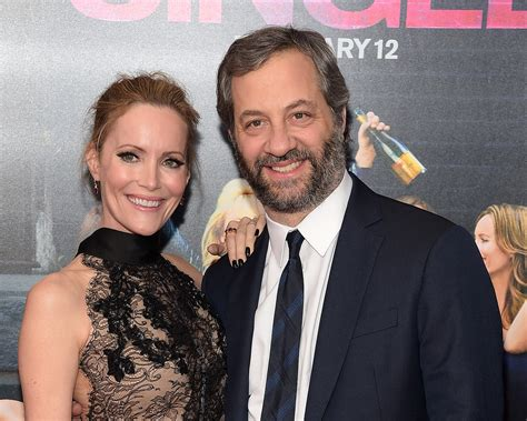 leslie mann judd apatow wedding leslie mann talks first date with quot sweet soft quot bodied