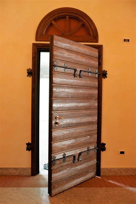 portoni d ingresso in legno realizzazione portoni blindati d ingresso in legno a