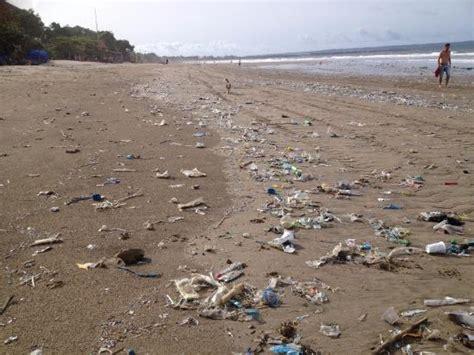 trash  double beach picture  kuta beach bali