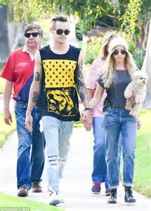 getting to the know the in laws ashley tisdale and fianc 233