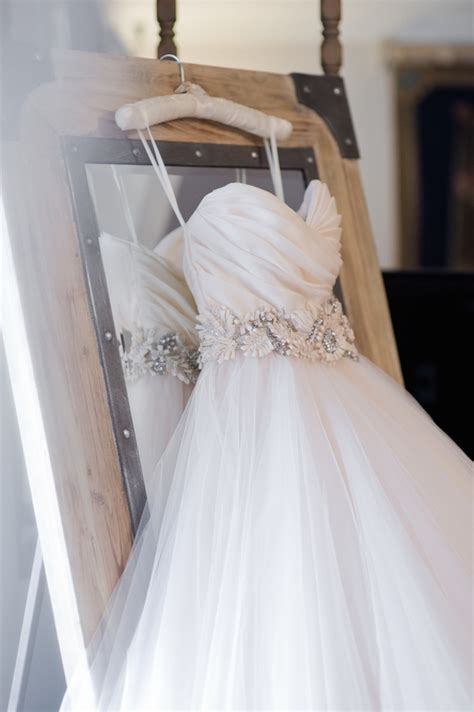 Tips On Dressing For Wedding by 10 Tips For Wedding Dress Shopping At A Trunk Show Or