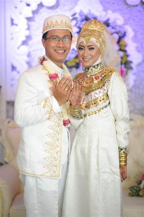 Baju Akad Nikah Warna Krem wedding preparation tea time s room