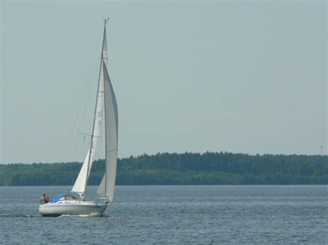 sailboat on water file sailing boat on water jpg wikimedia commons