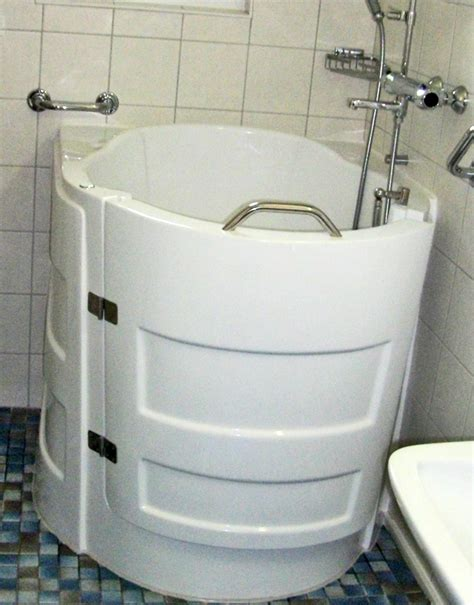 sit down bathtub sit down bathtubs 28 images walk in bathtubs page 2