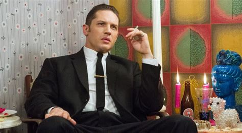 gangster inglese film tom hardy gangster doppio per legend clip esclusiva ansa