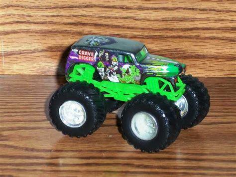 monster jam diecast wheels monster jam grave digger 1 64 diecast truck