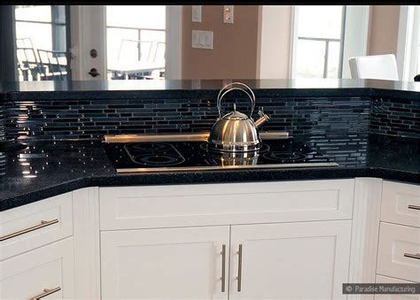 Black Glass Backsplash | backsplash goes black cabinets home design inside