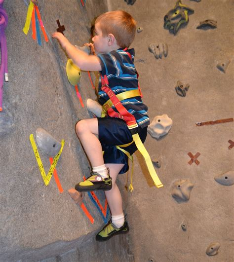 children s rock climbing shoes evolv venga kid s rock climbing shoes