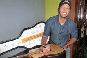 Hank Bentley Guitar Luke Bryan Others Sign Guitar For Charity