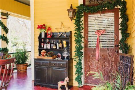 Last Minute Christmas Porch Decor Ideas Hgtv S | last minute christmas porch decor ideas hgtv s
