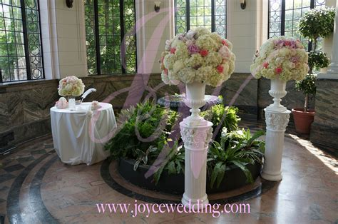 Rose Petal Aisle Runner Flower Arrangement Joyce Wedding Services