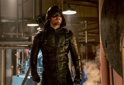 Hoodie Dc Real Pict arrow the real green arrow returns in new photos from season 6 episode 7 quot thanksgiving quot