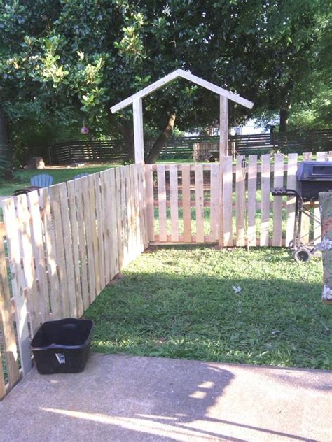 Pallet Garden Fence by Build A Low Cost Pallet Fence