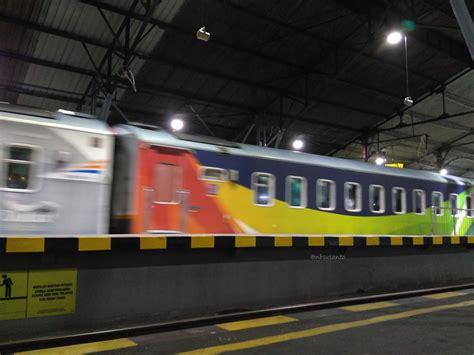 Kereta Bayi Di Jogja kereta eksekutif gajayana livery dulux rangkaian pesawat