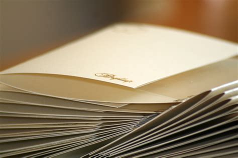 arti mimpi membuat undangan pernikahan sendiri tips membuat kartu undangan custom sesuai keinginan