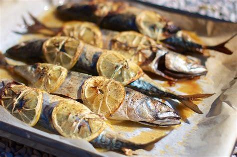 pesce azzurro come cucinarlo sgombri al limone we cook at home