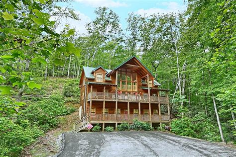 Family Cabins In Gatlinburg Tn Chalet Family Reunion Cabin In Gatlinburg Tn