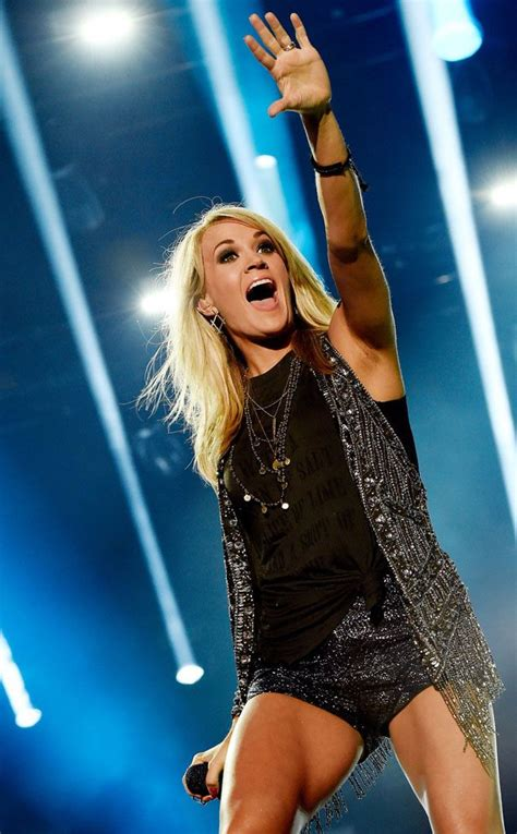 carrie underwood body carrie underwood shows trim post baby body at cma festival