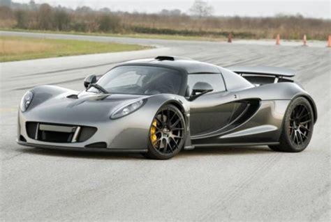 what car beat the bugatti veyron hennessey venom gt beats bugatti veyron sport as