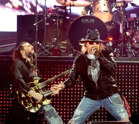 Guns N Roses Axl Jam Tangan konser telat 1 jam guns n roses ditinggal penonton