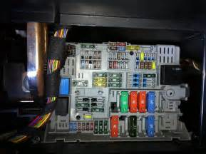 Console moreover 2002 bmw 525i fuse box location together with bmw