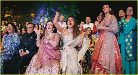 priyanka chopra dance with nick jonas nick jonas priyanka chopra host song dance competition