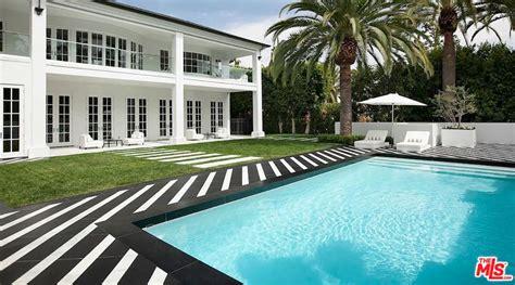 mayweather house floyd mayweather buys 25 5 million beverly hills mansion