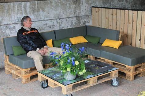 construire un canape avec des palettes construire un salon de jardin en bois de palette meuble