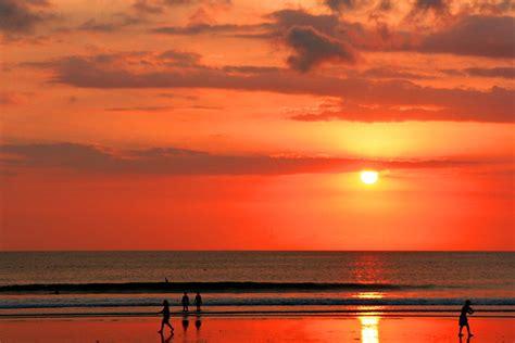 sunset  kuta beach bali thousands  people rush