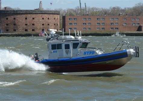 pictures of police boats file nypd boat near gov is jpg wikimedia commons