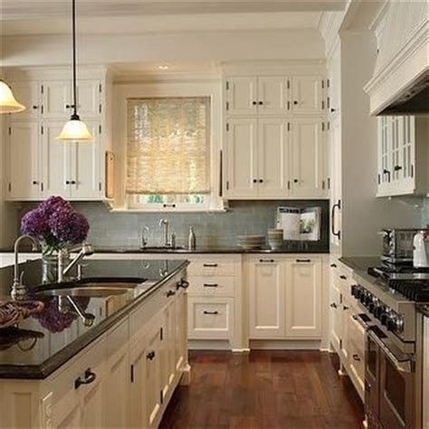 ivory kitchen ideas best 25 ivory kitchen cabinets ideas on pinterest