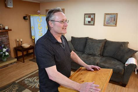 living room ministries parishioners find comfort in new living room church in